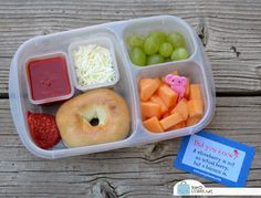 Pizza Bagel Bento & a New Bag for EasyLunchboxes! Healthy Lunches For Kids, Kid Lunches, Lunch Snacks, School Lunches, Bento Lunchbox, Bento Box Lunch, Bento Ideas, Lunch Ideas, Kids Packed Lunch