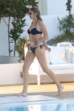 Stephanie-Pratt-in-Bikini walking ref