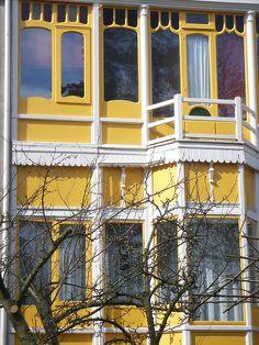 yellow. white. house. aah! :)