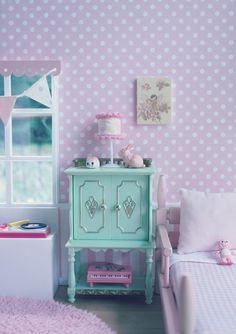 I love this green painted hutch table thingy! Kawaii Bedroom, Otaku Room, Pastel Room, Cute Home Decor, Little Girl Rooms, Dream Rooms, Cool Rooms, My New Room, House Rooms