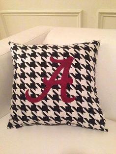 University of Alabama Inspired Throw Pillow - Black and White Houndstooth Print Alabama Football, Alabama Crimson Tide, Alabama Bedroom, Alabama Crafts, Football Crafts, Sweet Home Alabama, University Of Alabama, Elephant Design, Roll Tide