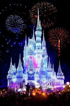 Magic Kingdom Fireworks by Mark Andrew Thomas - Disney World - Disney World Pictures, Cute Disney Pictures, Magical Pictures, Disney Screensaver, Magic Kingdom Fireworks, Disney Fireworks, Disney World Castle, Disney Phone Wallpaper, Hd Wallpaper