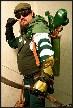 2014 San Diego Comic-Con Cosplay - STEAMPUNK GREEN ARROW