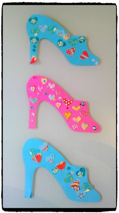 pantoufles de cendrillon, activité enfant, princesse, gommettes, bricolage girly Princess Activities, Princess Crafts, Simple Collage, Puppet Show, Special Needs Kids, Camping Crafts, Disney Crafts, Cool Suits, Fairy Tales