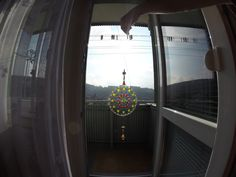 mandala kreslená farbami na sklo
