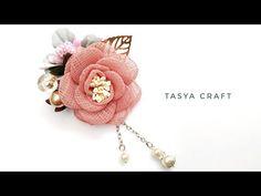 Brooches Handmade, Handmade Flowers, Handmade Crafts, Earrings Handmade, Fabric Flower Brooch, Fabric Flower Tutorial, Fabric Flowers, Hand Embroidery Patterns, Beaded Embroidery