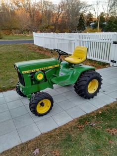 John Deere Garden Tractors, Yard Tractors, Small Tractors, Antique Tractors, Vintage Tractors, John Deere Decals, Garden Tractor Pulling, Lawn Mower Maintenance, John Deere 318
