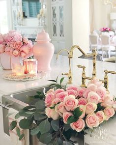 Home Decor Hallway Spring Floral Arrangements using Fresh or Faux Florals - Randi Garrett Design.Home Decor Hallway Spring Floral Arrangements using Fresh or Faux Florals - Randi Garrett Design Diy Spring, Spring Home Decor, Garden Types, Diy Garden, Peonies Wallpaper, Layout Design, Apartment Decoration, Ideas Para Organizar, Boho Home