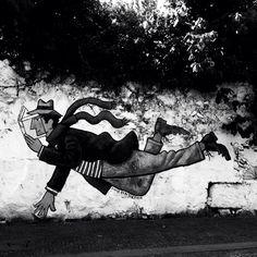 It's time to fly, Oporto, rua de Miguel Bombarda.