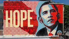 2008年。米・大統領選のシンボルとなった「HOPE」ポスターを作成した、グラフィティ・アーティストのシェパード・フェアリー氏。このポスターは、オバマ前大統領の知名度を上げる一助となりましたが、じつはこれ、オバマ氏に賛同したフェアリー氏が自主的に作成して、ネットや街中にばらまいたポスターが話題となったもの。そんなフェアリー氏は、先日行われたアメリカ大統領就任式の日に向け、市民を巻き込む草の根...