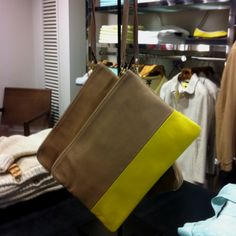 Love this #leather beige and #yellow clutch from Massimo Dutti!