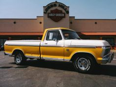 Do you want a real workhorse, that will stand above all the uniform cars of these days. Like a giant over the dwarves. Then have a look at this 1974 Ford F-100!