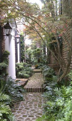 95 Beautiful Side Yard Garden Pathway Design Ideas – Famous Last Words Seiten Yards, Beautiful Gardens, Beautiful Homes, House Beautiful, Beautiful Things, Beautiful Pictures, Charleston Gardens, Charleston Sc, Landscape Design
