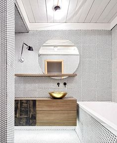 Home Decorating Style 2018 for Penny Tile Bathroom, you can see Penny Tile Bathroom and more pictures for Home Interior Designing 2018 1234 at Best Ideas for Home Design. Bad Inspiration, Bathroom Inspiration, Beautiful Bathrooms, Modern Bathroom, Minimal Bathroom, Penny Tile, Bathroom Toilets, Bathroom Bath, Round Bathroom Mirror