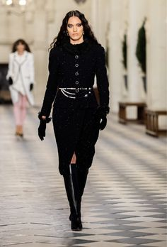 Chanel N 5, Mode Chanel, Chanel Runway, Boutique Haute Couture, Style Couture, Haute Couture Fashion, Stella Tennant, Tweed, Fashion Week