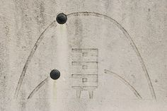 foundation stone detail with sun path diagram (summer / winter), on Unité…