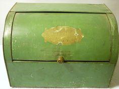 Vintage/Antique Bread Box with side vents Hacienda Kitchen, Vintage Bread Boxes, Cake Carrier, Vintage Antiques, Tin, Decorative Boxes, Green, Ebay, Collection