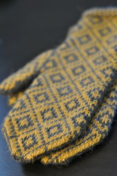 I love these colors together!  Grellow fair isle mittens
