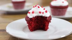 Red velvet cupcakes with cream cheese frosting.-Red velvet cupcakes with cream cheese frosting. These cupcakes are so tasty, jui… Red velvet cupcakes with cream cheese frosting. These cupcakes are so tasty, juicy, and luscious. Red Velvet Cheesecake Cupcakes, Red Velvet Desserts, Red Velvet Recipes, Cupcakes With Cream Cheese Frosting, Yummy Cupcakes, Mocha Cupcakes, Banana Cupcakes, Gourmet Cupcakes, Strawberry Cupcakes