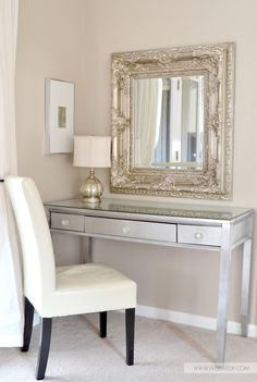 I've been spotting some fantastic DIY vanity mirror recently. Here are ideas some of DIY vanity mirror to beautify your room. Tag: Vintage Vanity Mirror, round Vanity Mirror, vanity mirror with lights. Diy Vanity Mirror, Silver Vanity, Vanity Desk, Small Vanity, Mirror Mirror, Master Bedroom, Bedroom Decor, Diy Casa, Decoration Inspiration