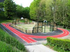 Le Pays Basque soutient le développement durable et le sport, en installant un terrain #multisports #écoconçu