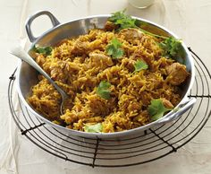 Quick chicken breyani This one-pot rice dish is quick to make and can still be served up a few days later, perfect for leftovers! Quick Recipes, Quick Meals, Cooking Recipes, Healthy Recipes, Meal Recipes, Curry Recipes, Cooking Ideas, Healthy Meals, South African Recipes