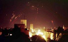 Incendie provoqué par une frappe aérienne de l'Otan contre Belgrade, le 24 mars 1999