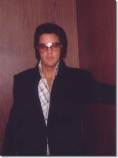 3c15fb8e3741 The most famous sunglasses of all time! Elvis Presley Photos