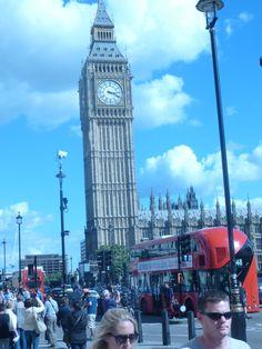 Deux des emblêmes de Londres : Big Ben et les fameux bus rouges !