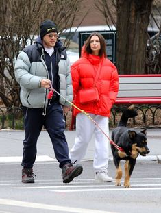 Emily Ratajkowski Street Style in a Round White Leather Sneakers Out And About in New York, Autumn Winter Emily Ratajkowski Versace, Emily Ratajkowski Street Style, Star Clothing, Versace Fashion, Sneakers Street Style, Autumn Street Style, Latest Outfits, Daily Fashion, Fashion News