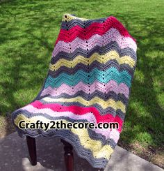 ~Chunky Chevron Crochet Blanket- FREE PATTERN Easy enough for beginners! #chevronblanket, #crafty2thecore.com