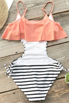 A cute and playful style for the beach or the pool, our Sweet Smile Falbala One-piece Swimsuit features a striped black and white print with d… Summer Bathing Suits, Cute Bathing Suits, Cute One Piece Swimsuits, One Piece Swimwear, Minimale Kleidung, Girl Outfits, Cute Outfits, Minimal Outfit, Bikini Outfits