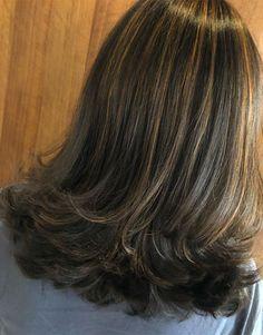 The Hottest Layered Hairstyles & Haircuts 2020 Layered Haircuts Shoulder Length, Medium Layered Haircuts, Layered Bob Hairstyles, Medium Hair Cuts, Hairstyles Haircuts, Medium Hair Styles, Short Hair Styles, Hair Color Dark, Dark Hair