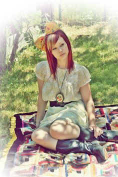 Bright red hair with highlights - wish i could do this but red washes out too quickly in my hair ):