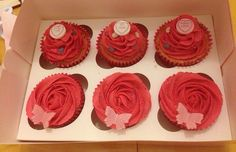 Valentine cupcakes Valentine Day Cupcakes, Valentines Day, Love Heart Sweets, Buttercream Roses, Vanilla Cupcakes, Mini Heart, Sprinkles, Desserts, Food