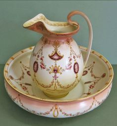 BEAUTIFUL DECORATIVE ANTIQUE JUG AND BOWL SET