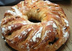 FRANCE / http://www.whichmeal.com/france/dishes/CROWN-BREAD-444/
