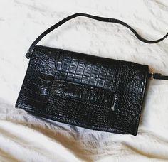 Brigitte LEROY sur Instagram: Un mariage = une robe + des chaussures + un sac à main 👍 #jecoud #sacotin