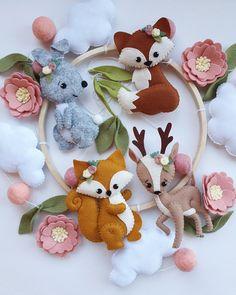 Woodland Mobile, Woodland Baby, Woodland Animals, Woodland Nursery, Crafts To Do, Felt Crafts, Diy Crafts, Baby Shower Baskets, Baby Superhero