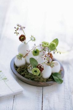 Easter eggs with flowers rustic Easter decoration ideas