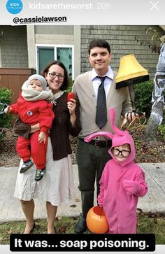 A Christmas story Office Christmas, Christmas 2019, Christmas Themes, Funny Christmas Costumes, Family Halloween Costumes, Christmas Story Movie, Christmas Card Pictures, Movie Party, Xmas Cards