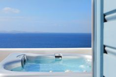 Deluxe Suite with outdoors jacuzzi - Kouros Mykonos Town Hotel Jacuzzi Outdoor, Outdoor Spa, Mykonos Town Hotels, Hotel 1000, Hot Tub Cover, Penthouse Suite, Hotel Suites, Airplane View, Places To Go