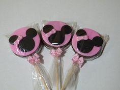 CupcakeBH - Blog: Festa Minnie Rosa: Bolo, Pirulito de alfajor da Minnie e Cupcakes com cobertura cremosa cor de rosa