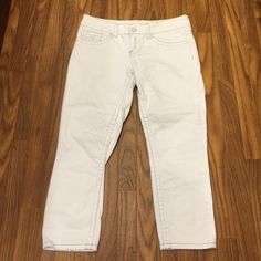 """Seven7 White Crop Jeans Size 8.  Inseam 23"""".  Rise 8"""". 98% cotton 2% spandex Seven7 Jeans Ankle & Cropped"""
