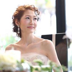 . . 前髪にもウェーブを♡ . . ゆるめの下めのボリュームのアップ。 . このスタイリングには5分でチェンジだったので、 . メイクルーム裏の私は . . 必死 . . ただ、 . その分だけ、物凄く好評だったchitose @chitose0620.wedding . スタイリング♪ . 最強に美しかったよ、ちーちゃん♡ . . #結婚式#美容師#髪型#ブライダル#ヘアアレンジ#ヘアアクセ#ヘアセット#プレ花嫁#セット#結婚#ハンドメイド#花嫁#編み込み#イヤリング#結婚式準備#前撮り#美容室#ヘアメイク#ウェディング#ヘアスタイル#アレンジ#写真#ブーケ#love#ig_japan#hairstyles#bridal#weddinghair#bridalhair#hairarrange
