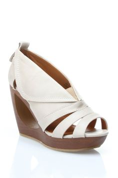 Diviana Wedges in Beige -