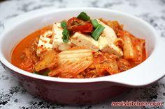 Tuna Kimchi JjiGae http://aeriskitchen.com/2008/12/kimchi-soup-%EA%B9%80%EC%B9%98-%EC%B0%8C%EA%B0%9Ckimchi-jjigae/