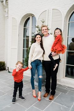 Family Holiday Looks. Family Christmas Pictures, Family Holiday, Family Pics, Holiday Fun, Christmas Ideas, Winter Fashion Looks, Autumn Winter Fashion, Winter Style, Preppy Style