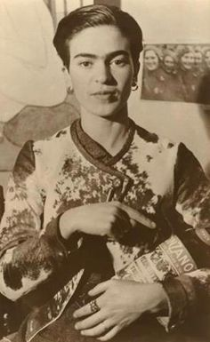 frida con cinzano. Love her style and visiting Frida's house, and Cinzano is also my favourite before dinner drink, rosso on ice with a lime twist.