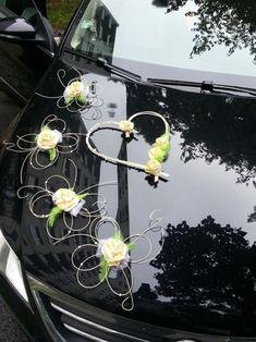 Indian Wedding Car Decoration Ideas that are Fun and Trendy - Coiffures De Mariage Wedding Bride, Wedding Flowers, Dream Wedding, Wedding Cars, Trendy Wedding, Gold Wedding, Wedding Car Decorations, Flower Decorations, Bridal Car